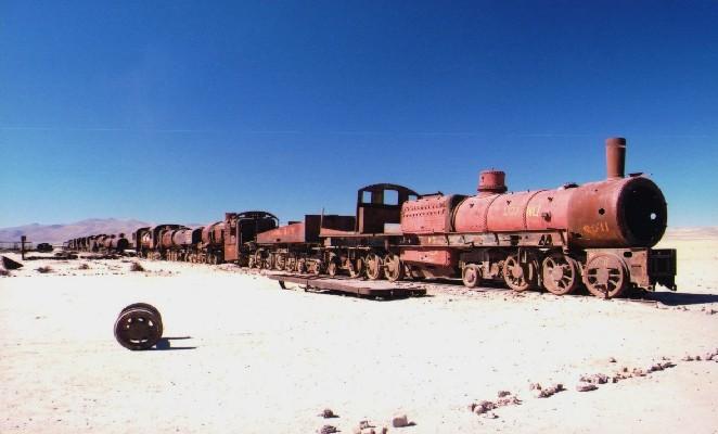 ruta-salar-uyuni-denomades-cementerio-trenes