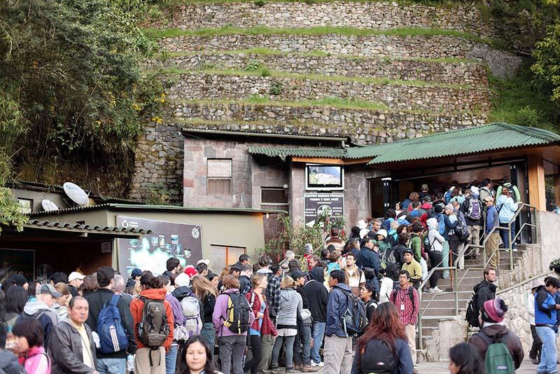 turistas-entrada-machu-picchu