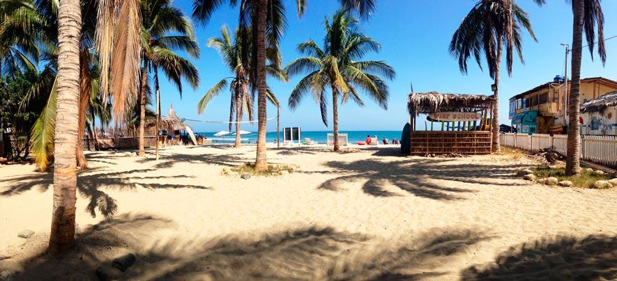 Arenas y palmeras en playa Mancora