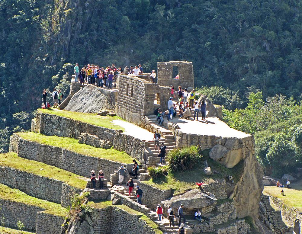 Grupos de turistas en Machu Picchu