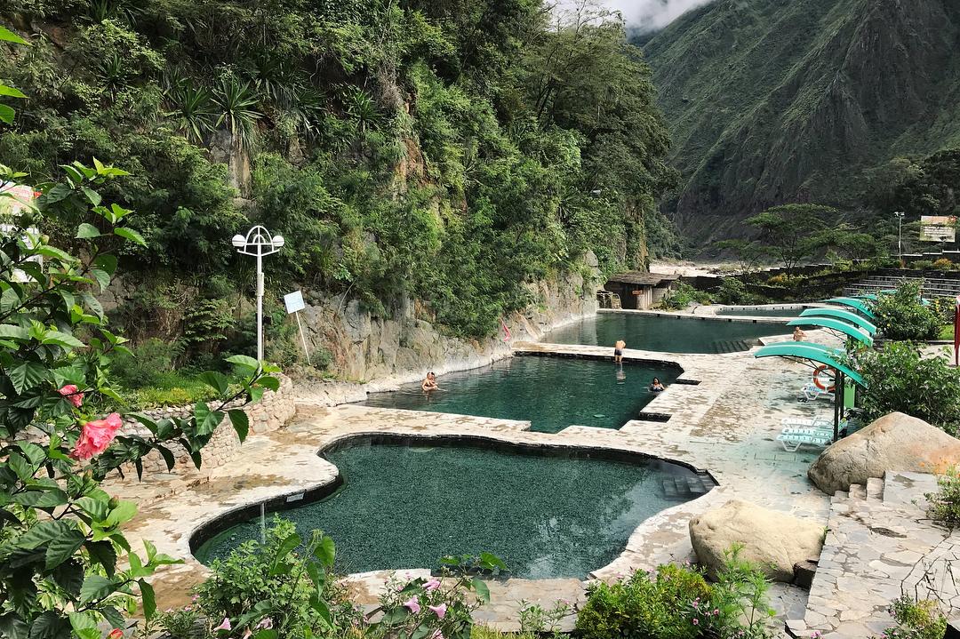 Tres piscinas termales dentro de selva peruana