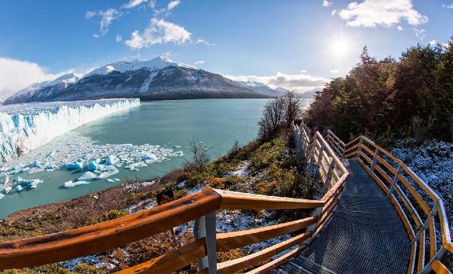 Pasarela frente a glaciar perito moreno
