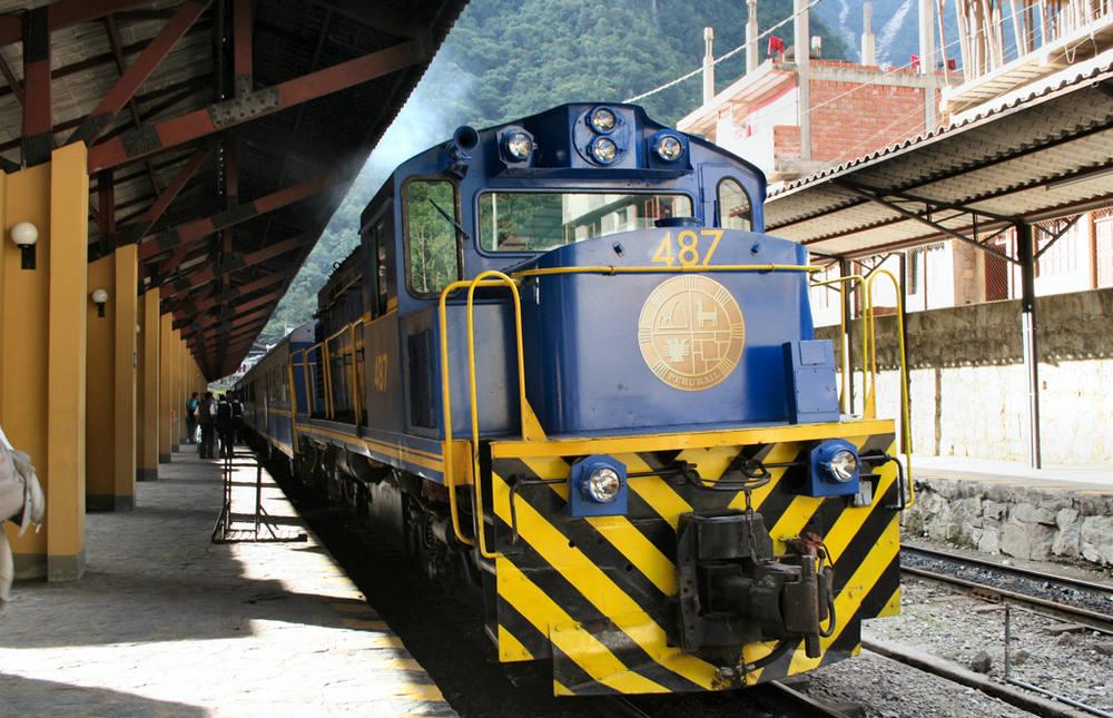 Tren azul a machu picchu en cusco
