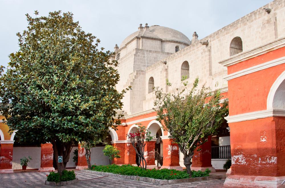 árboles y atardecer en monasterio de santa catalina
