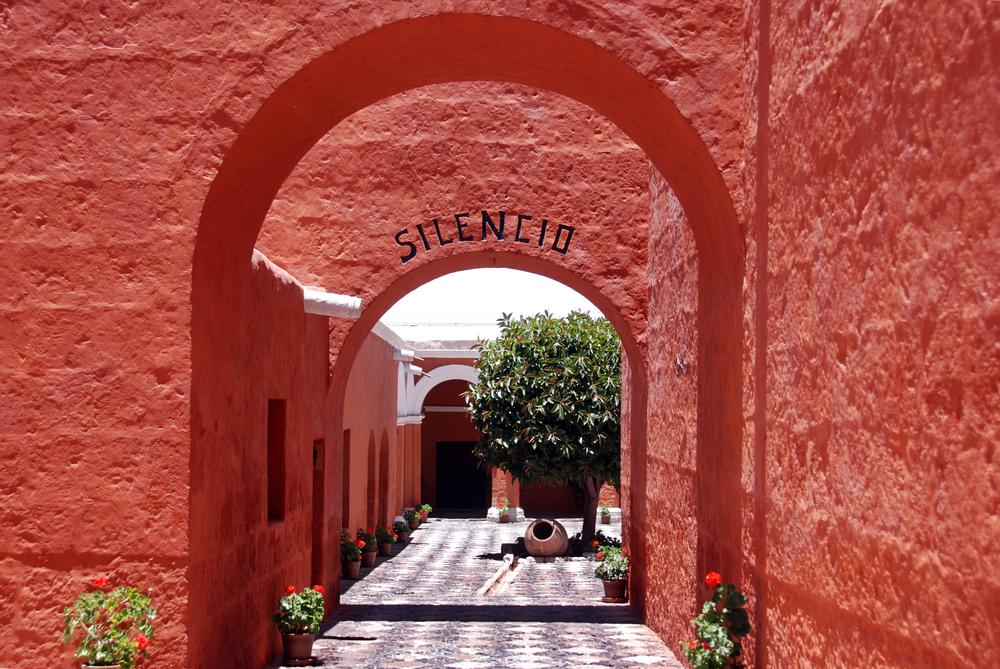 Arcos rojos en monasterio de santa catalina