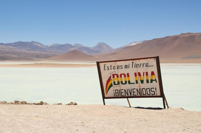 Cartel que da la bienvenida al entrar a Bolivia