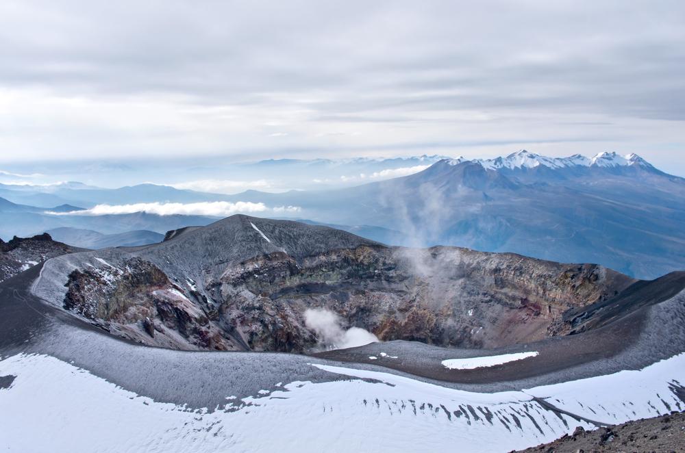 Crater de volcán en uno de los lugares turísticos de arequipa