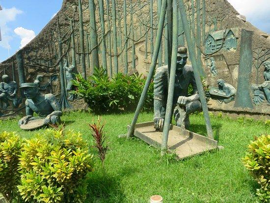 Complejo de estatuas en mirador de la biodiversidad