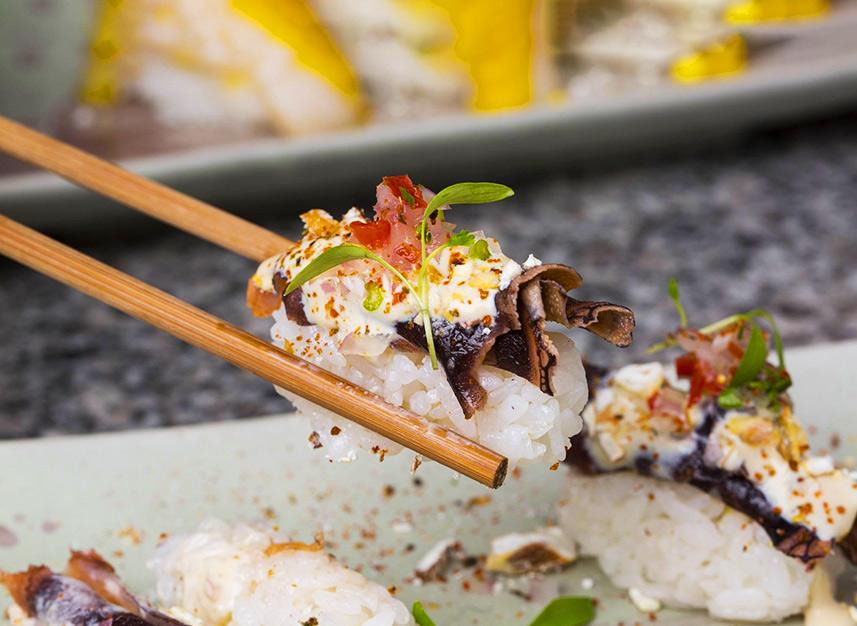 Sushi gourmet en restaurante de Lima