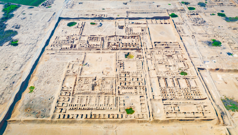 complejo arqueológico de adobe visto desde el aire