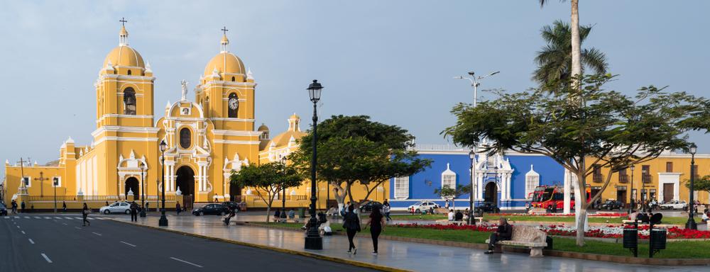 Centro de trujillo con iglesia colonial