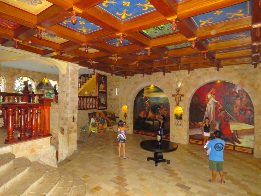 Interior de castillo de ladrillo en lamas