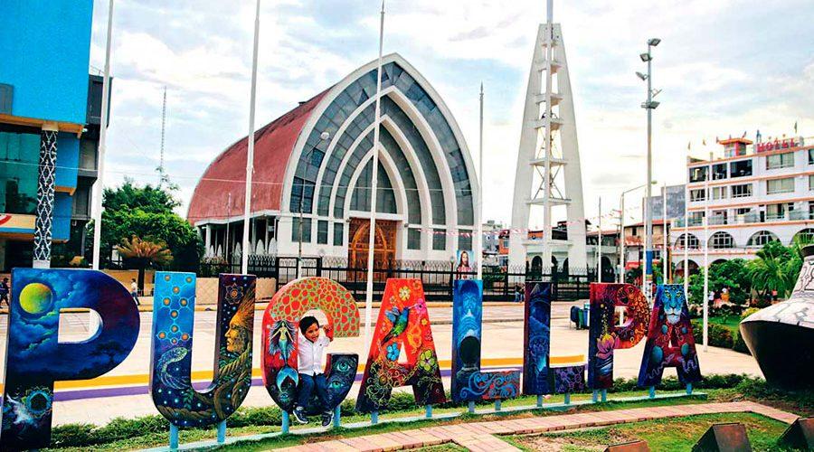 Cartel de la ciudad de Pucallpa en el centro