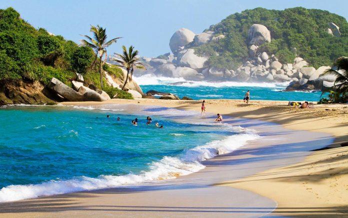 Playa en el mar caribe de Colombia