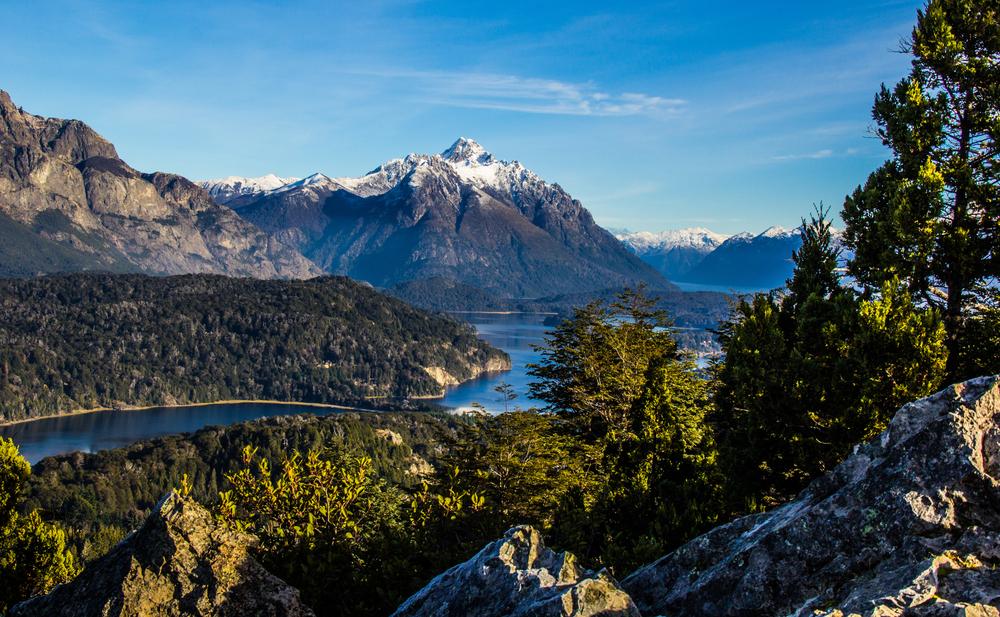 Montañas, lago y bosque en Bariloche