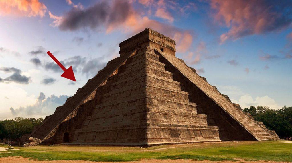Pirámide durante el atardecer en Chichen Itzá