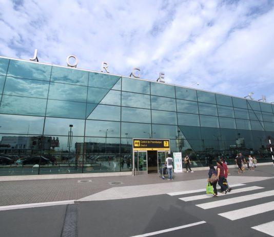 Fachada aeropuerto de Lima